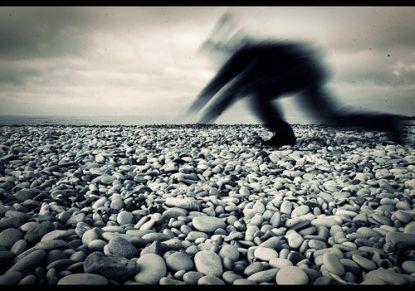 vor steinen fliehen © Flickr / vincepal