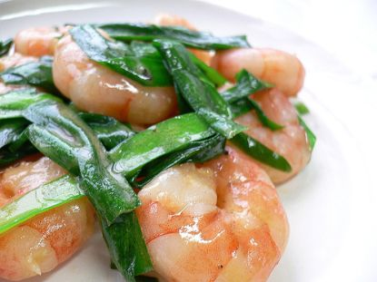 Serviert man Garnelen mit frischen Kräutern, sind sie besonders schmackhaft! © Flickr / yomi955