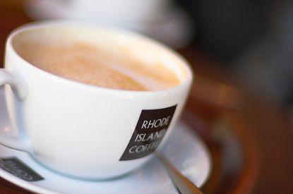 Kaffee ist sehr beliebt, auch aufgrund der anregenden Wirkung des in ihm enthaltenen Koffeins.