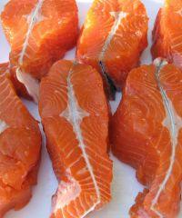 Durch seine auffällige Farbe ist der Lachs leicht zu erkennen.