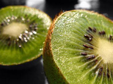Kiwihälften © Flickr / SlapBcn