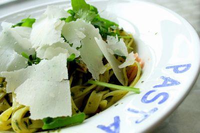Rucola passt hervorragend zu Pasta.