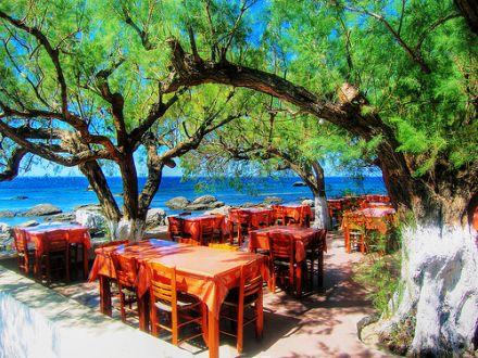Im Mittelmeerraum speist man schön gelegen und schmackhaft. Doch ist mediterrane Kost auch gesund? © Flickr / Wolfgang Staudt